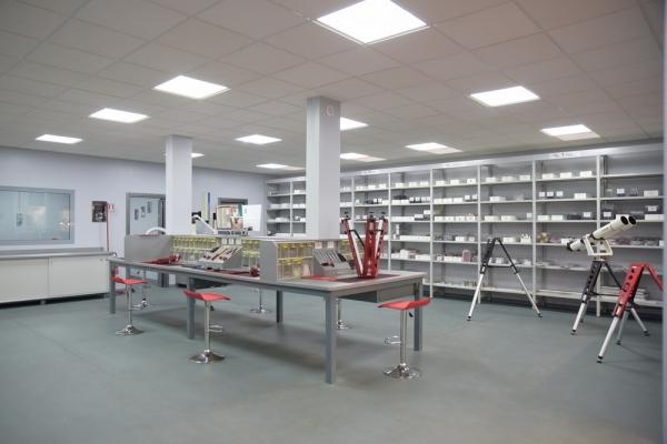 avalon-instruments-assembling-room-0198DC4449-A20E-50FC-DD7F-BE7FF909CE05.jpg